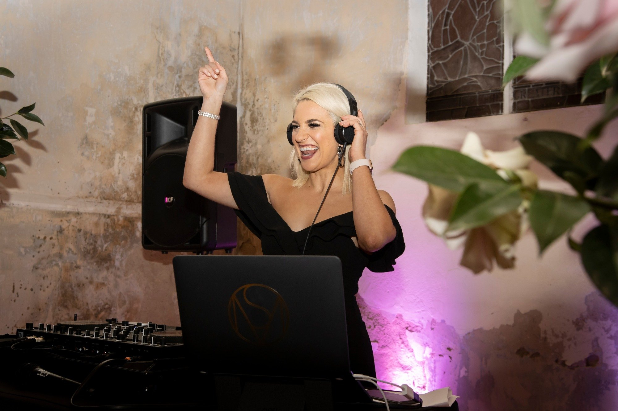 Melbourne DJ Plays Popular Songs At Wedding Reception