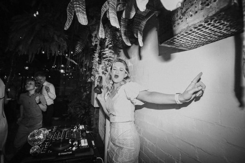 Female DJ Aleks Mac Sings Behind The Decks At A Wedding in Collingwood